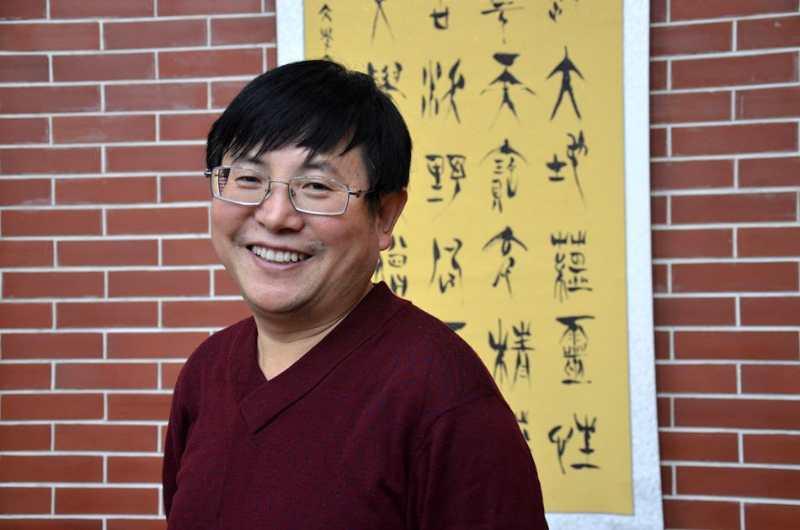毛晓春纪实散文集《纸上低语是故乡》出版发行